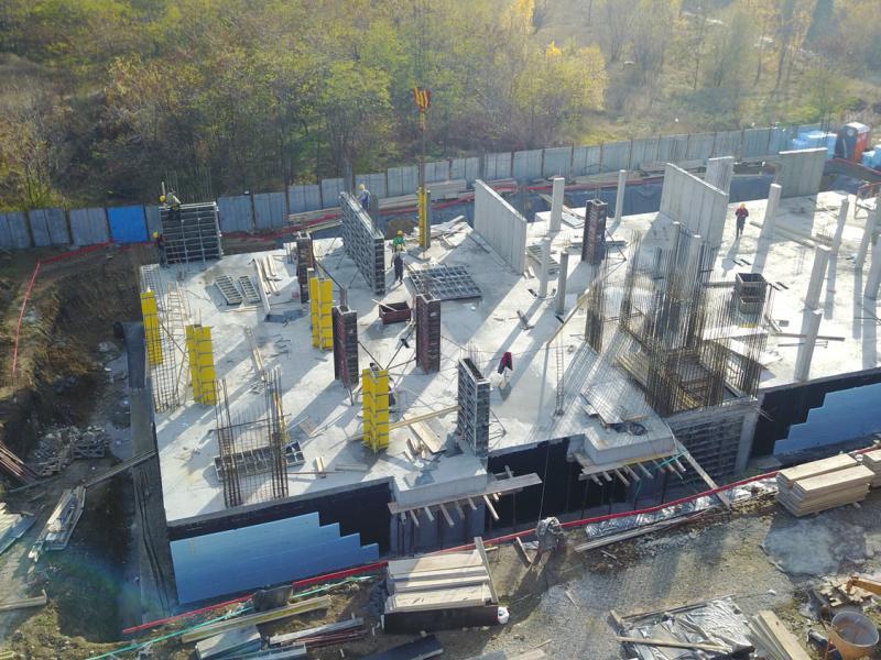 Леене на вертикали на първи етаж - The Square Apartments